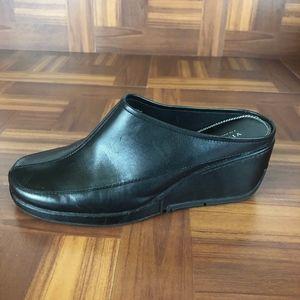 LIZ CLAIBORNE BRUT Black Wedge Slip-on Mule Shoes